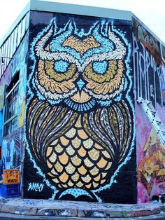 Oh Man! What a cute owl graffiti! Love this mural- blue mustard orangey yellow. Graffiti Art, Murals Street Art, 3d Street Art, Amazing Street Art, Street Art Graffiti, Street Artists, Yarn Bombing, Banksy, Urbane Kunst