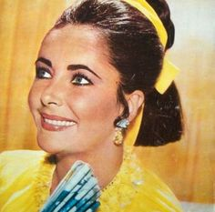Elizabeth Taylor (Yellow & White Diamond Earrings) a classy and great actress. A beautiful face & smile!