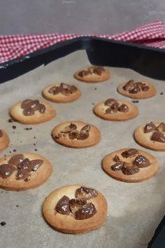 Kinder Schokobons Butterplätzchen Muffin, Cookies, Breakfast, Desserts, Food, Natal, Ideas For Christmas, Proper Tasty, Crack Crackers