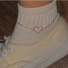 silver Check out mega collection of Stunning Anklets that are … – Positive Merlins – Jewelry Mode Outfits, Fashion Outfits, Fashion 2018, Looks Style, My Style, Accesorios Casual, Mode Inspiration, Cute Jewelry, Anklets