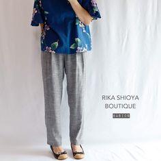 軽くて涼しくてシワになりにくい夏素材のテーパードパンツグレーライトグレーネイビーの3色です Sweatpants, Suits, Boutique, Instagram, Fashion, Moda, Outfits, Fashion Styles, Sweat Pants
