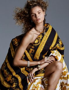 Model Magdalena Frackowiak fronts 'El Siglo de Oro', bringing comforters and home furnishings into fashion's golden age, styled by Marina Gallo Photographer Alvaro Beamud Cortes is in the studio for Vogue Spain December Hair by Olivier Lebrun; makeup by L Magdalena Frackowiak, Vogue Spain, Vogue Russia, Jewelry Editorial, Editorial Fashion, Magazine Editorial, Timeless Fashion, Love Fashion, Vogue Covers
