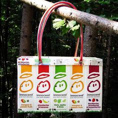 Taschen aus gebrauchten TetraPak-Getränkekartons. Strawberry Kiwi, Fruit Smoothies, Blackberry, Lime, Reusable Tote Bags, Banana, Pure Products, Paper, Upcycled Crafts