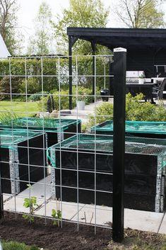 vores lille hjem: Den overdækkede terrasse - næsten klar til sommeren! Garden Landscape Design, Garden Landscaping, Rustic Gardens, Outdoor Gardens, Modern Planting, Diy Exterior, Courtyard Design, Garden Screening, Design Jardin