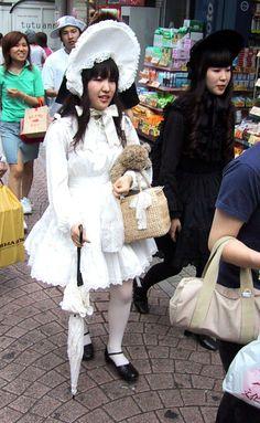 Shiro and kuro Lolita Japanese Street Fashion, Tokyo Fashion, Harajuku Fashion, Kawaii Fashion, Slow Fashion, Korean Fashion, Harajuku Style, Lolita Mode, Clueless Fashion
