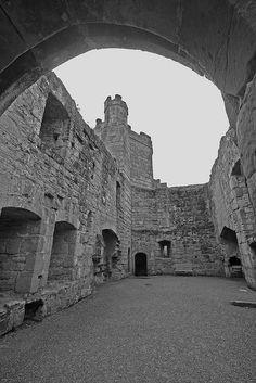 Bodiam's Great Hall section ruin. Vila Medieval, Medieval Castle, Bodiam Castle, Adventures Abroad, Famous Castles, Castle Ruins, Beautiful Castles, East Sussex, Vacation Places