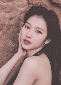 South Korean Girls, Korean Girl Groups, Japanese Birthday, Sana Momo, Sana Minatozaki, Twice Sana, Extended Play, Nayeon, Photo Book