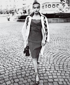 Gigi Hadid photographed by Mario Testino, Vogue, May 2016.