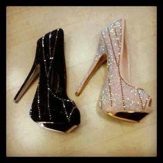 Bling Pretty Shoes, Beautiful Shoes, Shoe Boots, Shoes Heels, Shoes Sneakers, Mode Shoes, Killer Heels, Yeezy Shoes, Dream Shoes