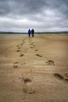VagaGuests strolling along a golden Irish beach in Donegal, Ireland.