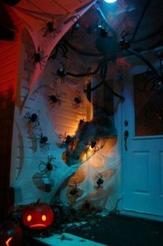 Halloween Door Decorations Last Minute DIY Halloween Decorations For A Spooky Outdoors. 11 Awesome And Worth Making Halloween Decorations . Home and Family Happy Halloween, Fete Halloween, Halloween 2018, Holidays Halloween, Halloween Crafts, Halloween Halloween, Vintage Halloween, Homemade Halloween, Halloween Clothes