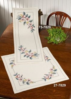 1 million+ Stunning Free Images to Use Anywhere Christmas Embroidery Patterns, Embroidery Patterns Free, Embroidery Stitches, Hand Embroidery, Embroidery Designs, Cross Stitch Bookmarks, Beaded Cross Stitch, Cross Stitch Flowers, Cross Stitch Designs