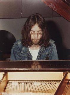 John Lennon......LOVE THIS PIC OF JOHN.