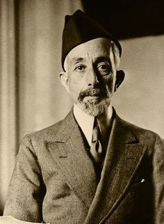 المغفور له الملك علي بن الشريف حسين ملك  الحجاز والد الأمير عبد الاله  واخ الملك فيصل الاول  ١٩٢٥ بغداد