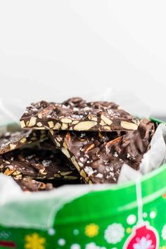Dark Chocolate Almond Bark Recipe with Sea Salt. A seriously addictive and easy to make Christmas dessert that everyone will love! Easy To Make Desserts, Delicious Desserts, Dessert Recipes, Dark Chocolate Almond Bark, Chocolate Peanut Butter, Fat Bombs, Almond Bark Recipes, Bacon Breakfast, Diet Plan Menu