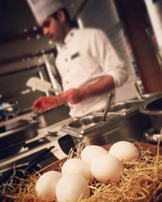 Яйце-мастер-шеф • Egg-cook ------  #egg #cook #cooking #kitchen #restaurante #restaurant #master #food #good #foodphotography #breakfast #omelette #chickens  #chicken #natural #bio #healthfood #india #delhi #newdelhi #pullman #hotel #pullmanhotel #creativ Pullman Hotel, Breakfast Omelette, Food Photography, Food And Drink, Eggs, Restaurant, India, Chicken, Cooking