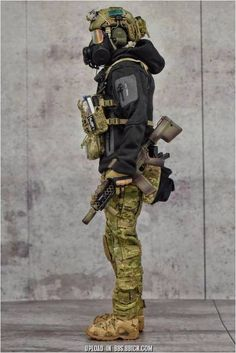 Tips in Choosing a Paintball Marker Special Forces Gear, Military Special Forces, Combat Suit, Combat Gear, Tactical Equipment, Tactical Gear, Military Action Figures, Airsoft Gear, Tac Gear