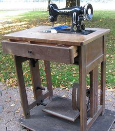 Anker RR Nähmaschine (Anker RR Sewing Machine)  I love the wooden base!!