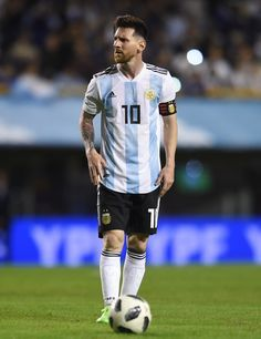 Lionel Messi Photos - Lionel Messi of Argentina sets up for a free kick during an international friendly match between Argentina and Haiti at Alberto J. Armando Stadium on May 2018 in Buenos Aires, Argentina. - Lionel Messi Photos - 1 of 11376 Leonel Messi, Messi Argentina 2018, Argentina Football, Messi Vs, Messi And Ronaldo, Cristiano Ronaldo, Lionel Messi Barcelona, Barcelona Soccer, Fc Barcelona