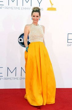 Leslie Mann in a gold skirted gown with turquoise accessories