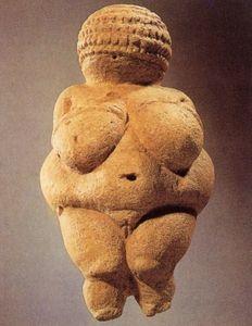 Venus von Willendorf, Österreich, 30 000-25 000 v. Chr., Kalkstein, Höhe 11,5 cm. Naturhistorisches Museum, Wien; Abb. 1.1, ebd., S. 30.