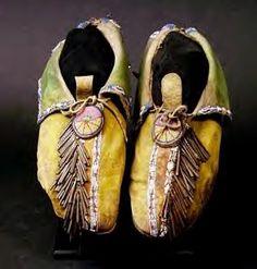 Comanche Beadwork Designs   Cheyenne Tobacco Bag – circa 1880 Cheyenne Tobacco Bag – circa ...