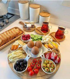 Breakfast Presentation, Food Presentation, Party Food Platters, Food Displays, Food Decoration, Food Goals, Aesthetic Food, Food Cravings, Diy Food