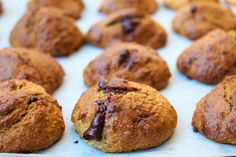 Fitt csokis cookies  gluténmentes, zablisztes, mogyoróvajas reggelire tökéletes sütik Fitt, Healthy Chocolate, Peanut Butter Cookies, Muffin, Breakfast, Morning Coffee, Peanut Butter Chip Cookies, Muffins, Cupcakes