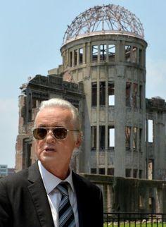 原爆ドームを訪れた元レッド・ツェッペリンのギタリスト、ジミー・ペイジ(Jimmy Page)さん=広島市中区の平和記念公園で2015年7月30日午後0時46分、山田尚弘撮影