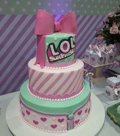 Hermosas tortas para una fiesta de LOL Surprise