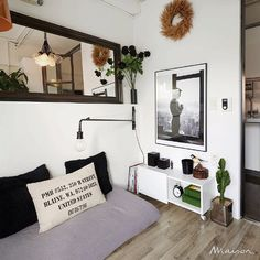 Bedroom -- cozy atmosphere with lovely accessories Living Room Without Sofa, Cozy Bedroom, Bedroom Decor, Small Apartment Organization, Floor Seating, Small Apartments, Sweet Home, House Design, Daybed