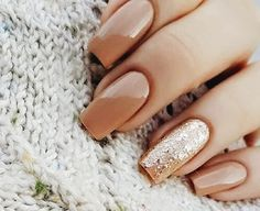 nude and gold glitter accent nail // new years nails