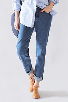 Today's Hot Pick :Loose-Fit Blue Denim Pants http://fashionstylep.com/SFSELFAA0034810/stylenandaen/out Make this loose-fit jeans your go-to choice for casual outings! It features a button and zipper fly closure, belt loops, traditional five pocket, blue denim jeans, tapered leg style, raw-edged hems, and loose fit silhouette. Be fashionably ready to take on the day by rolling up the hems and wearing with any of your favorite tops.