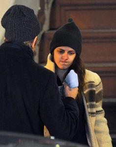 Kristen Stewart Emotionally Crying