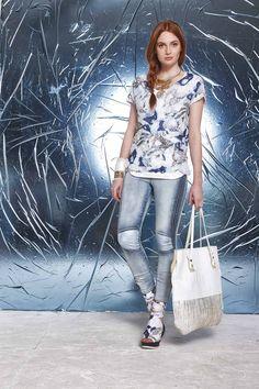 DANIELA DALLAVALLE - Lookbook Blu #woman #PE17 #danieladallavalle #elisacavaletti #shoes #jeans #trousers #bag #blouse #necklace #bracelet