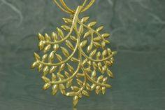 Colgante de nuestra colección Fento, en plata 925 (de Ley), con acabado chapado en oro de 18 quilates