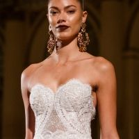 With her dramatic approach to wedding dresses, BERTA Bridal presented a lineup of beautiful wedding dresses for Spring 2018 at New York Bridal Fashion Week.