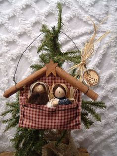 Top Ten Christmas Ornaments – Owe Crafts - New ideas Nativity Ornaments, Nativity Crafts, Christmas Nativity, Noel Christmas, Primitive Christmas, Christmas Crafts For Kids, Homemade Christmas, Diy Christmas Ornaments, Rustic Christmas