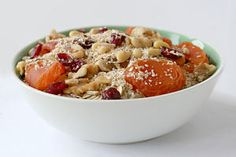 Plant-happy breakfast ideas. Oatmeal is a popular, delicious, easy, and healthy breakfast http://perfectformuladiet.com/health/important-eat-breakfast/