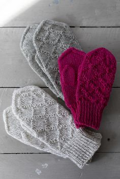 Kohoneulelapaset Kohoneulelapaset Always wanted to discover how to knit, but undecided where to begin? This specific Overall Beginner Kni. Diy Knitting Mittens, Fingerless Mittens, Knitted Gloves, Knitting Stitches, Knitting Patterns Free, Free Knitting, Knitting Projects, Knit Crochet, Textiles