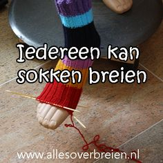 Iedereen kan sokken breien.  Brei een paar tube sokken, zonder hiel! Kijk hier voor gratis breipatronen. Knitting Socks, Free Knitting, Knitting Patterns, Crochet Slippers, Knit Crochet, Waldorf Crafts, Knit Stockings, Knitting Videos, Knitting Tutorials