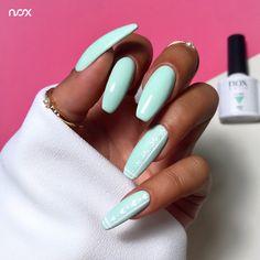 Dzisiaj mamy dla Was nutkę świeżości w codziennej szarości, czyli subtelną Miętę w macie i błysku! Ta wzbogacona odrobiną bieli robi niesamowite wrażenie, nieprawdaż? 🌿  #nails #nail #nailsart #nailart #nailsartist #nailartist #mintnails #greennails #summernails #nails2inspire #nailsinspirations #nailsdesign #mani #manicure #manicurehybrydowy #paznokcie #paznokciehybrydowe #paznokcieżelowe #miętowepaznokcie #zielonepaznokcie #hybrydy #hybryda #pazurki Nailart, Manicure, Beauty, Nail Bar, Beleza, Nail Manicure, Manicures