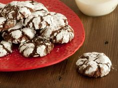 Gooey Chocolate Crinkle Cookies Recipe- Delight chocoholics on your gift list with these soft-centered cookies that are a snap to bake. Easy Christmas Cookie Recipes, Holiday Cookies, Holiday Recipes, Christmas Treats, Homemade Christmas, Christmas 2014, Holiday Desserts, Holiday Ornaments, Holiday Treats