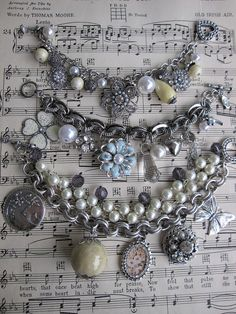 I don't like wearing bracelets but I think if i put them in a vintage frame it would look really cute!