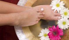 Caviglie gonfie e gambe pesanti? Ecco 9 rimedi naturali per la bellezza delle tue gambe