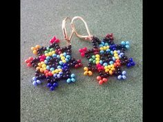 Discover recipes, home ideas, style inspiration and other ideas to try. Beaded Flowers Patterns, Beaded Jewelry Patterns, Beading Patterns, Seed Bead Earrings, Beaded Earrings, Beaded Bracelets, Beading Projects, Beading Tutorials, Bead Crafts