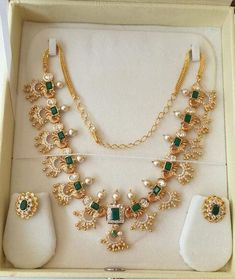 Check out Best Designer and Unique Necklaces Collection, We offer stylish Gold, Diamond, Gemstone, Pearl Necklaces at reasonable prices. Jewelry Design Earrings, Gold Earrings Designs, Gold Jewellery Design, Beaded Jewelry, Beads Jewellery Designs, Simple Necklace Designs, Fancy Jewellery, Handmade Jewellery, Gold Jewelry Simple