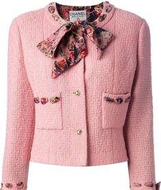 """Mi piace"": 175, commenti: 5 - Fin Wheeler - Screenwriter (@perfect.jacket) su Instagram: "" Vintage Chanel! So sweet! @chanelofficial via @gulnara_modeli #vintagechanel #chaneljackets…"""