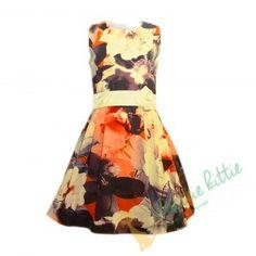 """Kleid """"Blumenmagie"""" Festliches ärmelloses Mädchenkleid mit einem Muster aus grossen Blumen in unterschiedlichen warmen Tönen. Es hat einen schönen Taillengürtel aus Satin , der sich auf der Rückseite mit einer schönen Schleife binden lässt und Vorne mit einer blumenähnlichen Schleife verziert ist. Der Rock hat dank des Tüllfutters Volumen. Das Kleid ist für alle Feste und Feiern Ihrer kleine Prinzessin geeignet. Elegant, Satin, Summer Dresses, Rock, Fashion, Little Princess, Chic, Wedding, Classy"""