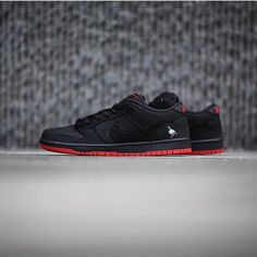 52a87c53e2b Black Pigeon! In 2005 Jeff Staple designed the first Nike SB Pigeon Dunks.  They